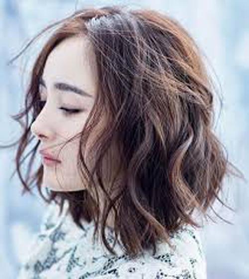 kiểu tóc ngắn xoăn sóng nước 18