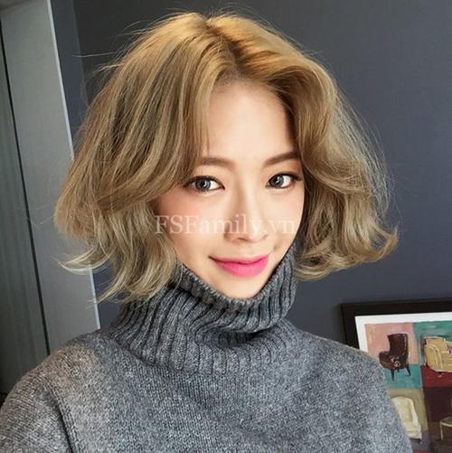 tóc ngắn xoăn nhẹ 16