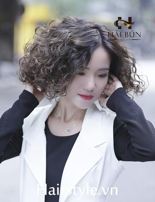 kiểu tóc ngắn uốn xoăn